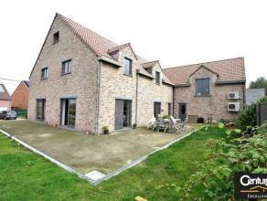 Venez découvrir cette magnifique maison  récemment construite, idéalement située  dans un cadre champêtre et verdoya