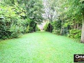A visiter au plus vite !! Située à proximité des transports. Charmante maison avec jardin .Elle se compose comme suit au rez-de-c
