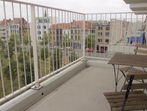 Dit prachtig afgewerkt appartement ligt op de 3e verdieping van de befaamde lichttoren, een meesterwerk ontworpen door stadsarchitect bOb Van Reeth. D