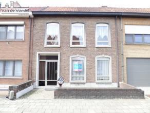 Klein beschrijf mogelijk!! Op te frissen woning gelegen in een doodlopende straat te Aalst met 3 slaapkamers en een grote mooie tuin + terras. Deze wo