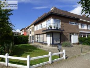 Ruime en centraal gelegen woning/handelshuis met parkingmogelijkheid te Aalst. Deze centraal gelegen woning ligt aan de stadsrand, in de buurt van de