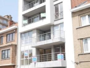 TE HUUR : Zeer ruim (140m²) en goed gelegen appartement met 3 slaapkamers, 2 badkamers en 2 terrassen op de 1ste verdieping. Gelegen op wandelafs