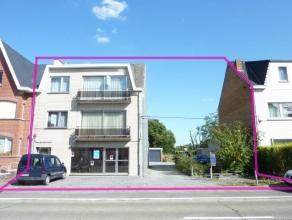 Centraal gelegen opbrengsteigendom met 3 appartementen, 3 garageboxen en een projectgrond (straatbreedte van 9m) te Ninove. Deze eigendom (incl. proje