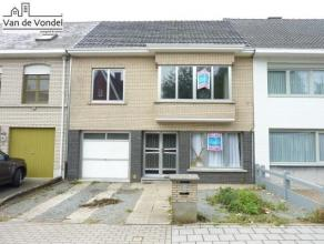 Rustig & centraal gelegen woning met tuin en terras te Erembodegem (ideaal als kangoeroewoning, nl. ingedeeld als 2 appartementen). Deze heel ruim