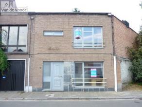 Klein beschrijf mogelijk! Rustig doch centraal gelegen woning met stadstuin te Aalst. Gelegen in de nabijheid van het station, de scholen, de winkels
