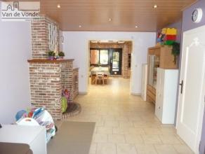 Klein beschrijf mogelijk! 100% instapklare en gerenoveerde woning met tuin in Aalst. Centraal gelegen in de nabijheid van de E40, de scholen, de winke