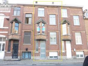 Klein beschrijf mogelijk! 100% instapklare, gerenoveerde & centraal gelegen burgerwoning met stadstuin/terras te Aalst. De woning ligt op wandelaf