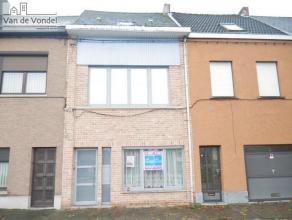 Klein beschrijf mogelijk! Instapklare & strategisch gelegen stadswoning met tuin/terras te Aalst. Deze woning ligt op een steenworp van het stadsc