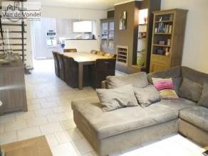 KLEIN beschrijf mogeklijk! Gerenoveerde woning (nieuwe keuken, badkamer, dubbele beglazing, cv aardgas) met stadsterras te Aalst. De woning ligt in ee
