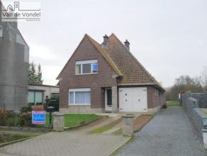 Rustig gelegen villa met grote tuin in natuurgebied Onegem te Aalst. Deze op te frissen woning bestaat op het gelijkvloers uit een inkom, een aangenam