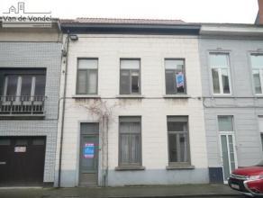 Klein beschrijf mogelijk! Ruime, grotendeels gerenoveerde woning met tuin nabij het stadscentrum te Aalst. Deze centraal gelegen woning ligt op wandel