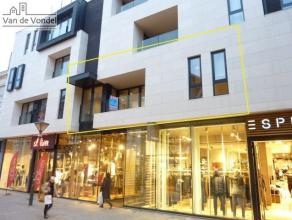 Centraal gelegen luxe 2 slaapkamer appartement te huur in het stadscentrum te Aalst. Het appartement ligt in de winkelstraat (Kattestraat), op een ste