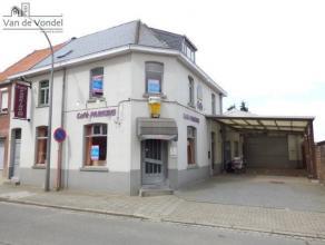 Zeer ruim handelspand met woongedeelte en hangar te Aalst (HOB). Het gelijkvloers bestaat uit een handelsruimte, voormalig cafe, met een oppervlakte v
