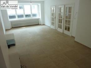Volledig gerenoveerd appartement met twee slaapkamers te huur in het levendige centrum van de Stad Aalst (Kattestraat), gelegen nabij winkels, scholen