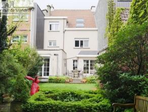 100% instapklare, ruime woning met tuin en garagebox te Aalst. Deze prachtige woning ligt heel centraal, op wandelafstand van het station, het stadsce