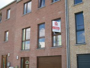Vous cherchez une maison avec les avantages d'un appartement?Récente maison bel-étage, trois chambres avec garage deux voitures et terra