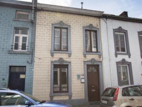 Seraing: Maison 4 chambres idéalement située à 300m du Colruyt et du Lidl. Composée d'une cuisine meublée, une sall