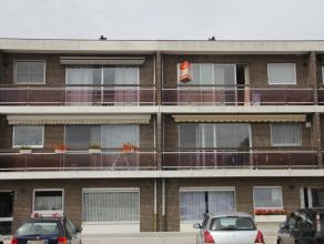 Zeer centraal gelegen appartement met 2 slaapkamers, een balkon voor- én een terras achteraan en garage! Een ruime woonkamer met veel lichtinva