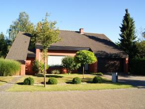 Tijdloos moderne én zeer goed onderhouden villa op 696m² omringd door gezellige tuin! De absolute troef is een geïntegreerde aanbouw