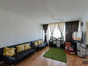 Ruim appartement met 2 slaapkamers en groot terras vlakbij Dampoort te Gent. Samenstelling: Inkom, ruime living uitgevend op terras. Geïnstalleer