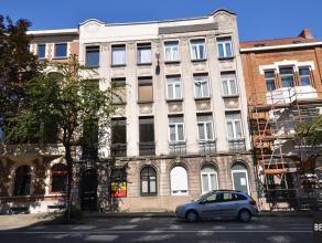 Opbrengsteigendom op 100m van het Sint-Pietersstation bestaande uit 4 ruime comfortabele appartementen. 1 Appartement per verdieping. Samenstelling pe