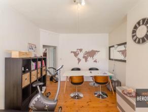 Leuk appartement op 100m van het Sint-Pietersstation. Samenstelling. Inkom, living, geïnstalleerde keuken, ruime slaapkamer en moderne badkamer.