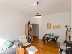 Ruim appartement op 100m van het Sint-Pietersstation.Samenstelling. Inkom, living, geïnstalleerde keuken, ruime slaapkamer en moderne badkamer. P