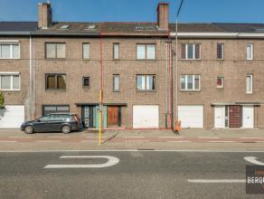 Mooie bel-etage woning met ruime tuin en 3 slaapkamers. Samenstelling: Inkom, wasplaats en stookplaats, ruime tuin. Verdieping: ruime living met veel
