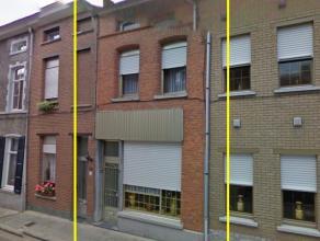 Op te knappen woning met 3 slaapkamers en zuid gerichte tuin, in het centrum van Geraardsbergen, op wandelafstand van de Markt, scholen, winkels en op