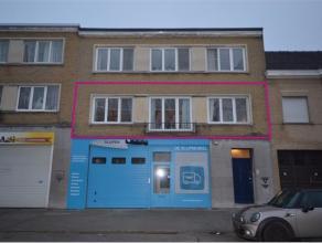 Dit ruim appartement (112m²) bevindt zich in een kleine residentie op de 1ste verdieping. Het is gelegen in de nabijheid van allerlei handelszake