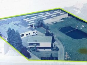 In Westrozebeke, langs de provinciebaan vinden we deze woning met bedrijfsgebouw terug. Het betreft een perceel van 6030m² die verdeelt is in 3 d