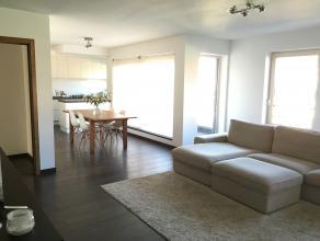 Ruim appartement te koop gelegen op het derde verdiep met een bewoonbare oppervlakte van 111 m2. Afgewerkt met moderne materialen, zonnig terras, 2 sl