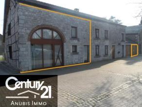 Bel immeuble 3 façades en pierre du pays avec pignon classé, situé dans le petit village de Rendeux-bas, dans une petite rue &agr