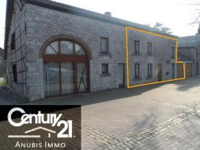 Jolie maison 2 façades située dans le petit village de Rendeux-bas, dans une petite rue à sens unique.  Ancien gîte enti&eg