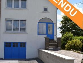 A moins de 10' de Durbuy, maison bel-étage située dans le village de Petit-Han. Composée au rez-de-chaussée: d'un hall d'e