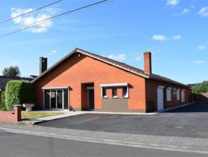 Description Spacieuse villa de plain pied bâtie sur un terrain de plus de 18 ares. Cette villa se compose d'un hall d'entrée, un s&eacute