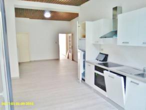 Maison entièrement rénovée et idéalement située près du centre-gare-écoles-commerces. Composition: re