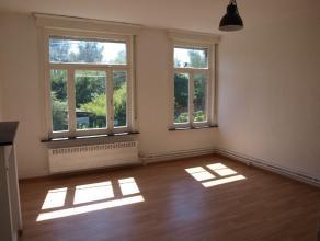 Gezellige woning met 2 slaapkamers en prachtige tuin.Op het gelijkvloers is er een ruime eetkamer (17.89 m2) waar de woonkamer (18m²) op aansluit