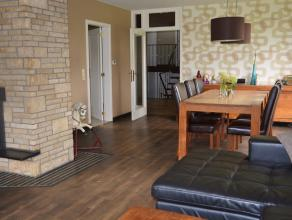 Bent u op zoek naar een instapklare woning in een rustige groene omgeving ? Deze verrassend ruime woonparel wacht op een nieuw gezin ! De verzorgde ge