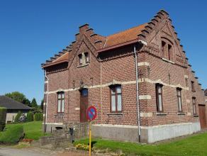Karaktervolle woning of kantoor op 10 areHet gebouw dateert van 1874 en is uiterst geschikt als kantoorruimte. Er zijn tevens uitbreidingsmogelijkhede