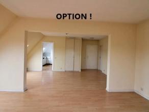 Au dernier étage d'un immeuble très bien entretenu, agréable appartement très lumineux composé de 2 chambres, sdb,