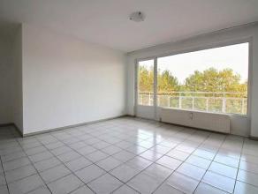 Lumineux appartement 2 chambres situé au 4ème étage d'un immeuble du Parc des Saules. Composé d'un séjour, d'une cu