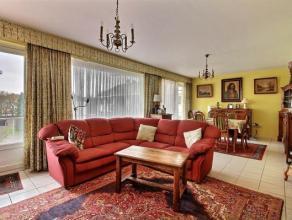 Ravissant penthouse 2 chambres avec terrasse exposée plein Sud. L'appartement est situé au 4e étage sur 4 d'un immeuble du Parc d
