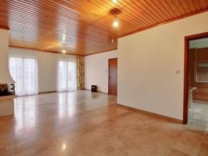Amateurs de calme ?  Vous serez conquis par cette ravissante villa 4 façades avec garage.<br /> Joliment implantée sur son terrain spaci