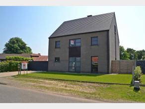 Deze woning met werkhuis is rustig gelegen te Moenstraat 1 te Meerhout. Deze recente woning is gebouwd in 2010 en is rustig gelegen, doch op amper enk