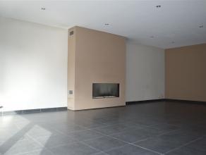 Dit betreft een recent vernieuwd (2009) appartement op een zeer goede locatie net buiten het centrum. Het appartement is gelegen op de 1e verdieping e