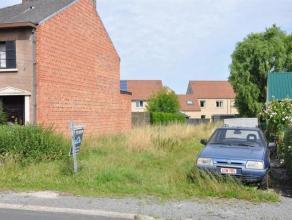 Bouwgrond voor een half-open bebouwing van 5a18 gelegen aan de rand van het centrum van Opwijk. Mogelijkheid tot bouwen van vrijstaande garage.(Gvg-Wg