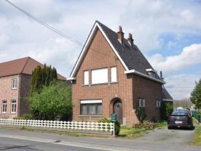 Karaktervolle woning, op verbindingsweg tss Opwijk en Merchtem op 5a67. Deze woning bestaat uit een inkomhal, een mooie leefruimte met zit -en eethoek