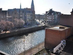 Gezellig appartement op de 3e verdieping nabij grote markt en centrum van Dendermonde.Appartement bestaat uit inkom, apart toilet, slaapkamer, bureau/