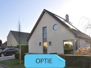 OPTIE - OPTIE - OPTIERustig gelegen villa op 4a77ca in Opwijk centrum. Deze moderne woning uit 2004 bestaat op het gelijkvloers uit een inkomhal met a